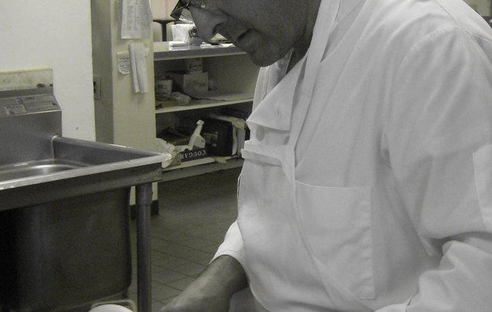 Antonio_preparing_chicken
