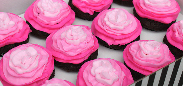 Ombre-pink-flower-cupcakes-