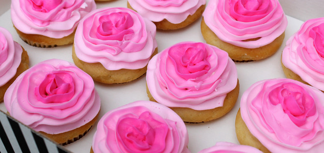 Pink-flower-ombre-cupcake