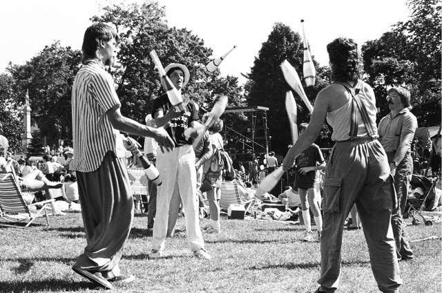 1986_03_jugglers
