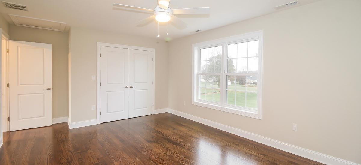 039-bedroom-5076104-medium