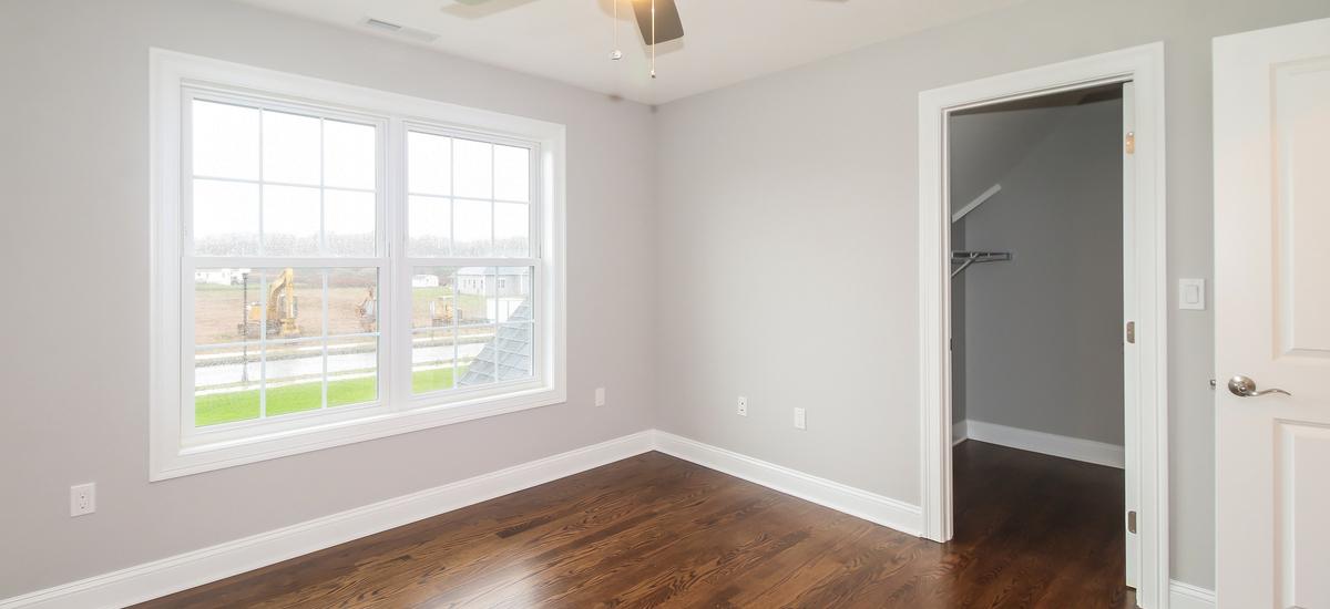 043-bedroom-5076107-medium
