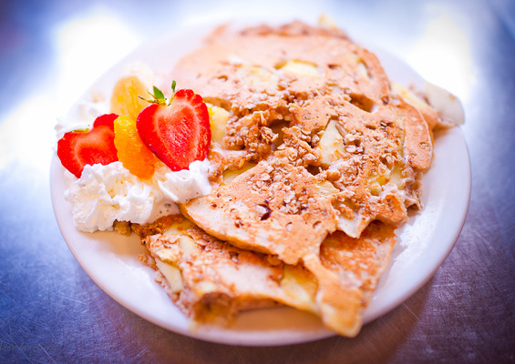 Apple_granola_pancakes
