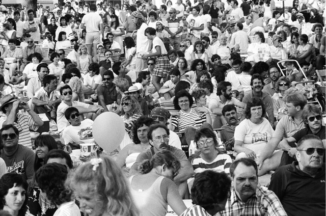 1986to1988_crowd01