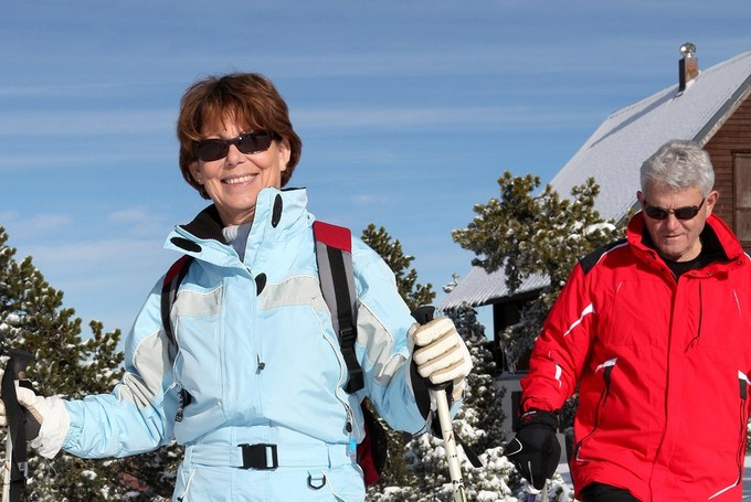 Re-cropppedbigstock-middle-aged-couple-skiing-to-s-31869449