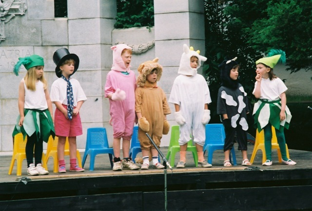 1992_childrensperformance