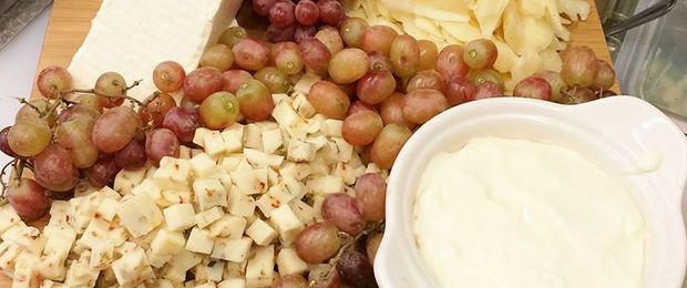 Fruit_cheese_platter