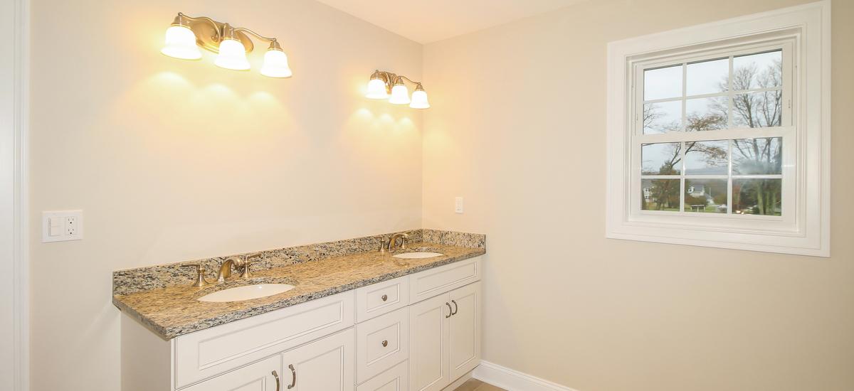 032-master_bathroom-5076100-medium