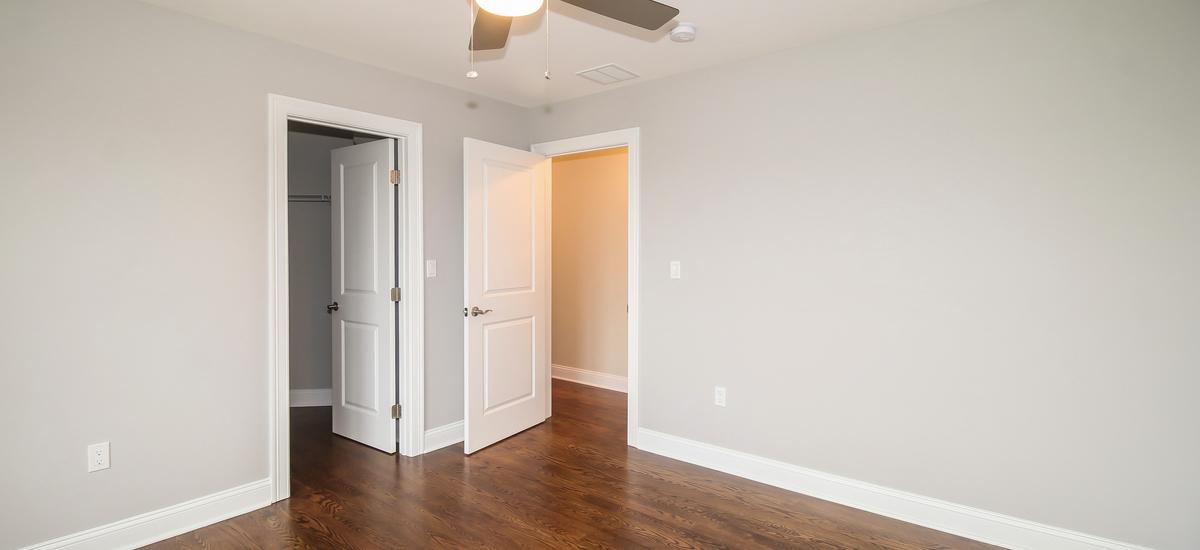 044-bedroom-5076109-medium