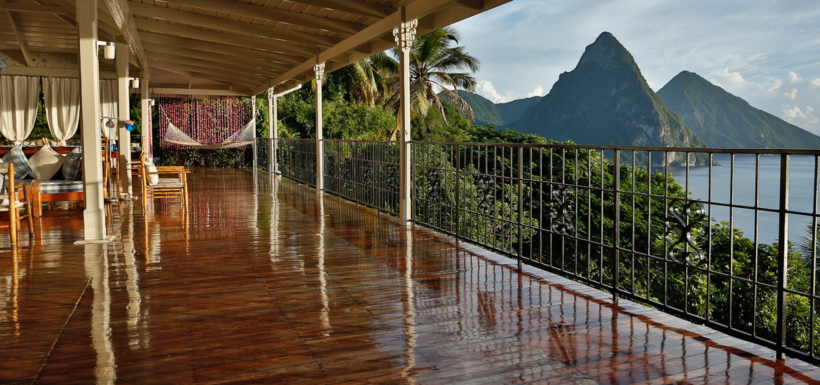 Living_room_outer_deck,_pitons